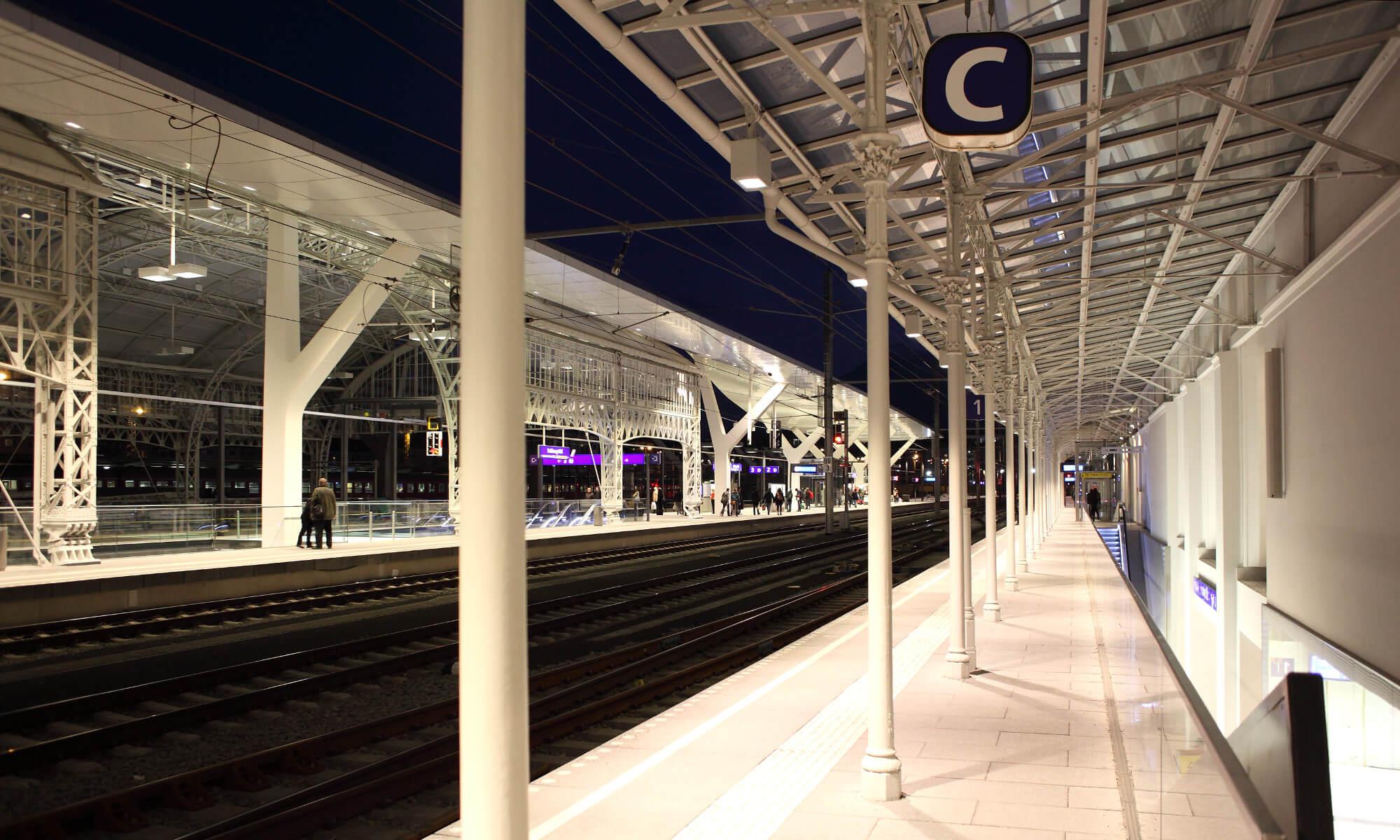 Beleuchtungslösung Referenz Deutsche Bahn Bahnsteig