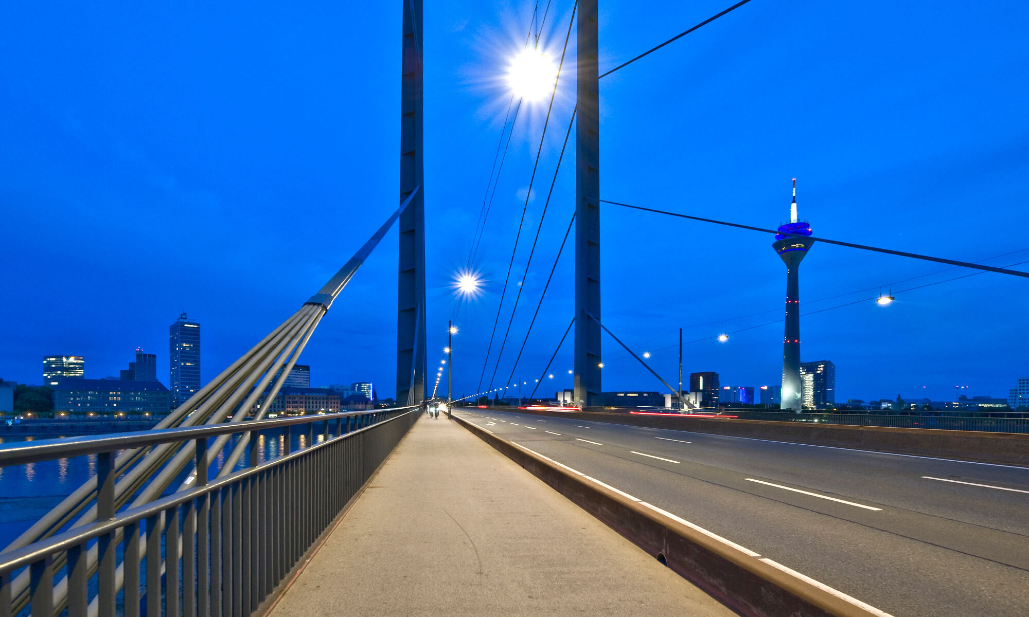 Beleuchtungslösung Referenz Straßenbeleuchtung Rheinbrücke Düsseldorf
